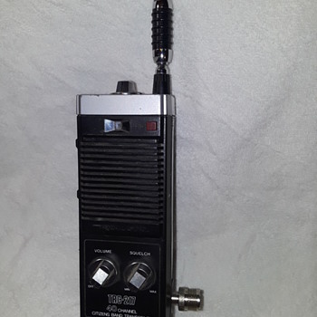 REALISTIC TRC-217 40-channel hand-held citizens band transceiver - Electronics