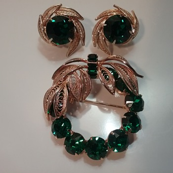 Napier wreath brooch & earrings set  - Costume Jewelry