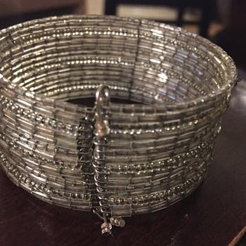 Glass bead bracelet - Costume Jewelry