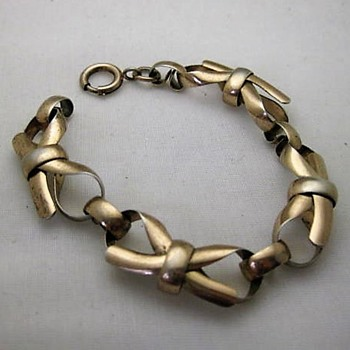 Napier sterling gold wash WWII era bow bracelet - Fine Jewelry
