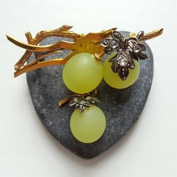 Antique vine grape brooch Fonseque et Olive.