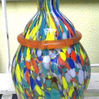 Spatter glass vase