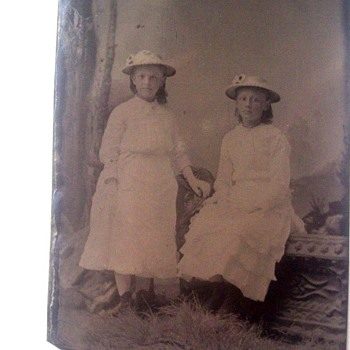 TIN TYPE TWINS IN MATCHING DRESSES & HATS 1870s - Photographs