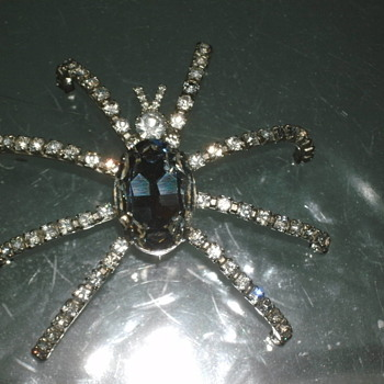 spider brooche - Costume Jewelry