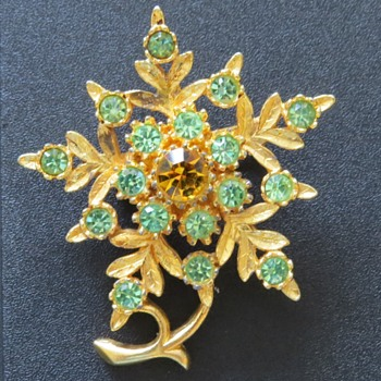 Vintage Flower Brooch - Costume Jewelry