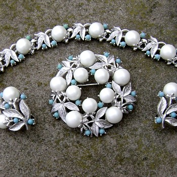 Sarah Coventry Set - Costume Jewelry
