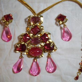 Huge pendent/brooch and clip earrings