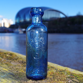 W B REID & CO BLOB TOP CYLINDER NEWCASTLE - Bottles