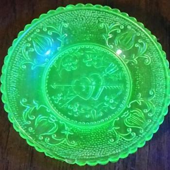 Vaseline cup plate - Glassware