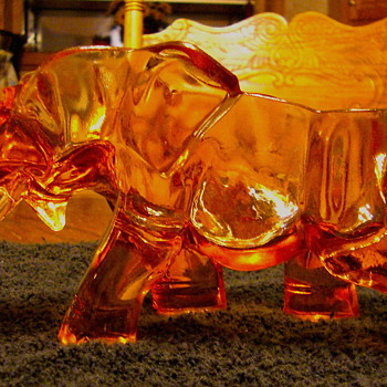 Glass Elephant ~ Top Of Elephant Bealved Cut Contouring Entire Elephant - Art Glass