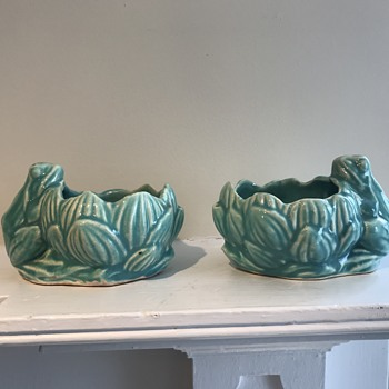 McCoy pottery - frog/lily pad planter - Pottery