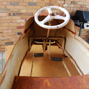 Pedal Car in need of a restoration  - Toys