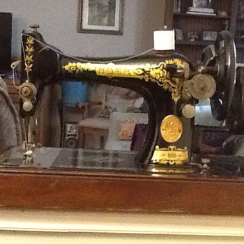 Singer Hand Crank Sewing Machine - Sewing