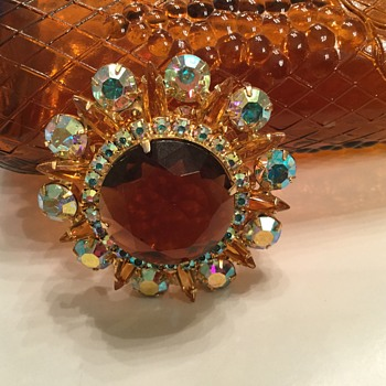D & E TOPAZ BROOCH - Costume Jewelry