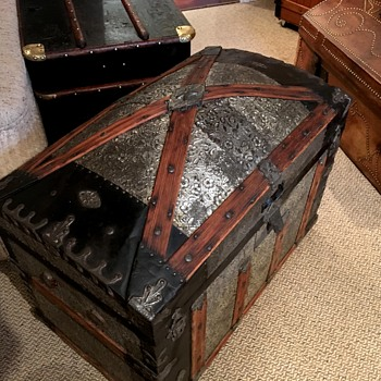 Antique Trunk 1880's X Model - Furniture