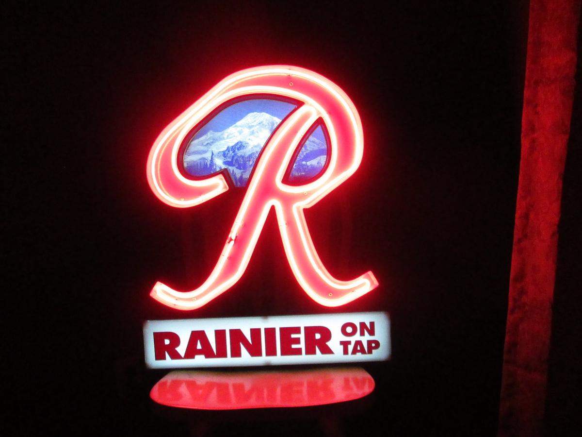 Rainier Beer Neon | Collectors Weekly