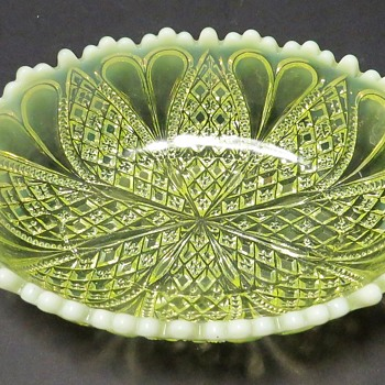Davidson Pearline Dish - Rd 413701 - Glassware