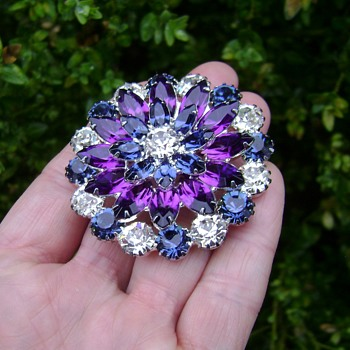 Eisenberg Ice Brooch - Costume Jewelry