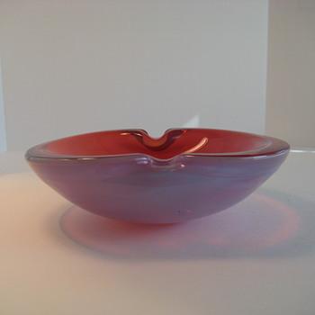 Pink opalescent bowl - Art Glass