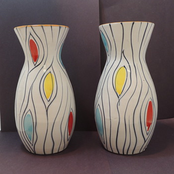 Modern Vases - Anyone Know???? - Pottery
