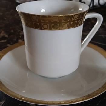 Please help  - China and Dinnerware