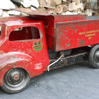 Minnitoy Minni-contruction Dump. Old style cab. - Model Cars