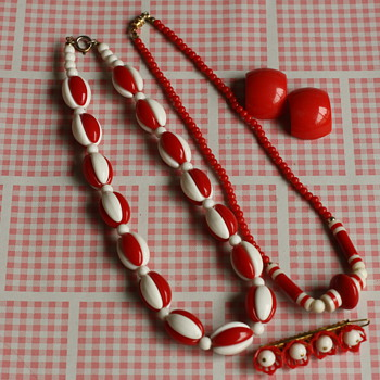 Plastic jewelry  - Costume Jewelry