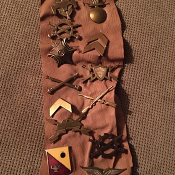 Military pins (Army) - Military and Wartime