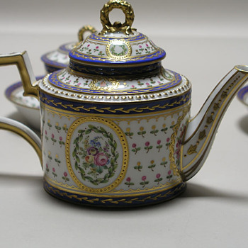 Can people help me to indentify the set of sevres? - China and Dinnerware
