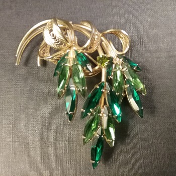Napier foliate brooch & earrings  - Costume Jewelry