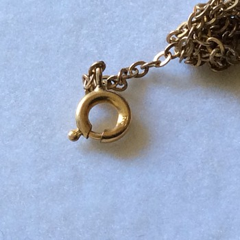 Tangled gold chain