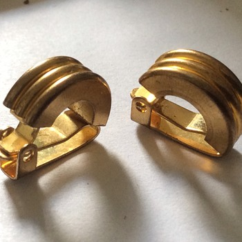 Vintage clip on earrings - Costume Jewelry