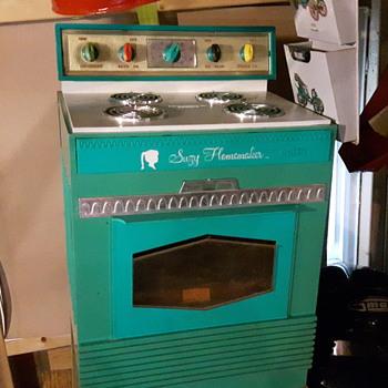 Suzy Homemaker  Baking Range. Topper Toys. - Toys