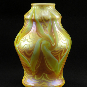Trevaise Pulled Feather & Coil Décor Vase ca. 1907 - Art Glass