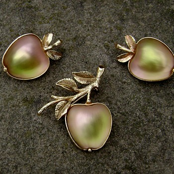 Sarah Coventry Brooch Set - Delicious - Costume Jewelry
