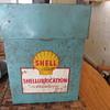 Shellubrication metal box.