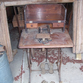 EARLY SEWING MACHINE--- WILLCOX AND GIBBS - Sewing