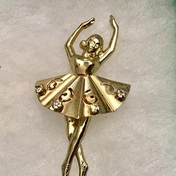 Coro ballerina - Costume Jewelry