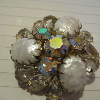 vintage cluster brooch of white molded lava glass with aurora borealis accents - Costume Jewelry