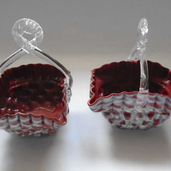 A Pair of Welz Baskets - Art Glass