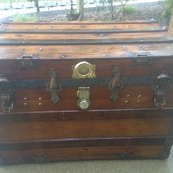 Antique trunk - early 1900s? - Furniture