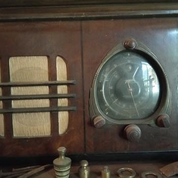 Zenith long distance standart Broadcast.  - Radios