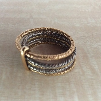 Contemporary ring with 3 colors gold