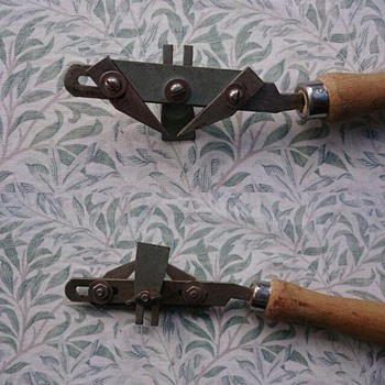 Hand tool with two adjustable spikes - Tools and Hardware