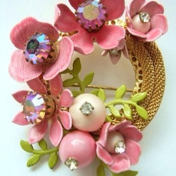 Vintage enamel flower brooch - Costume Jewelry