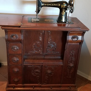 Singer Sewing Machine and cabinet - Sewing