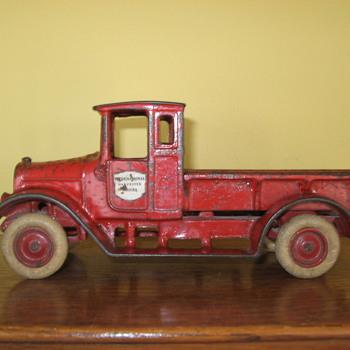 1926-31 ARCADE Cast Iron INTERNATIONAL HARVESTER Truck - Model Cars