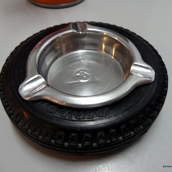 Pre-1963 Dunlop tyre ashtray. - Tobacciana