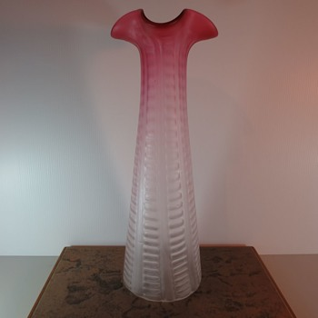 Beautifully Patterned Vase, is it Kralik? - Art Glass