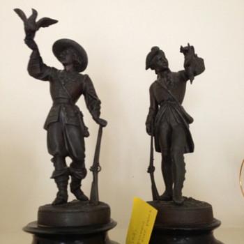 Metal bird hunter pair (bronze)? - Figurines